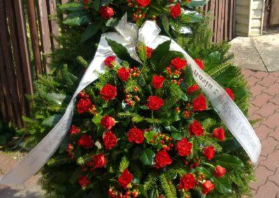 duży wieniec pogrzebowy czerwone róże 01